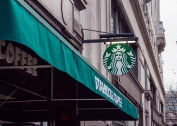 Starbucks: Hours From Open to Close